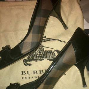 Burberry pumps